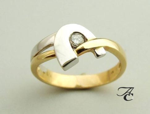 wit-en-geel-gouden-ring-met-solitair-briljant-ac
