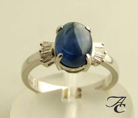 Wit gouden ring met saffieren en diamanten