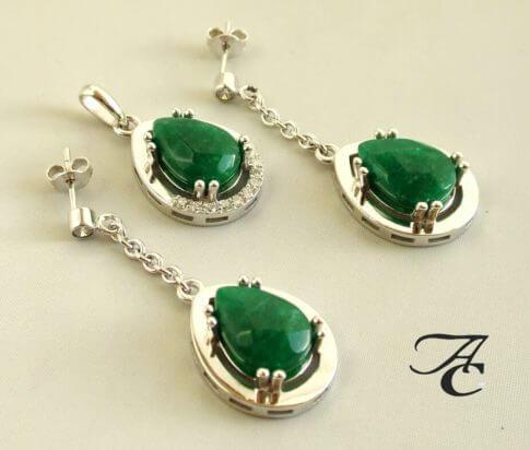 Wit gouden hanger en oorbellen met jade en briljant