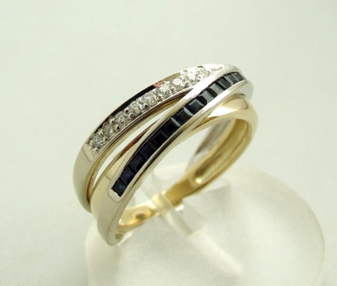 Bicolor ring met diamant en saffier