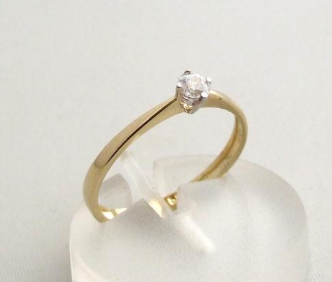 Vierpoots gouden ring met zirkonia