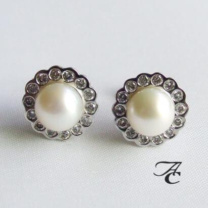 Gouden oorbellen met parel en diamant (AC)