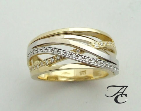 Gevlochten bicolor gouden ring met briljantenGevlochten bicolor gouden ring met briljanten