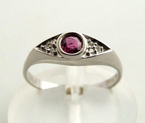 Wit gouden ring met robijn en diamanten 5374