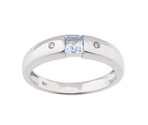 Wit gouden ring met topaas en diamanten