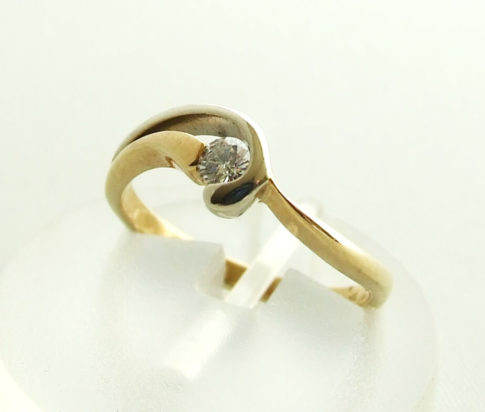 Christian gouden ring met briljant geslepen diamant