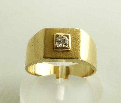 14 karaat gouden zegelring met zirkonia