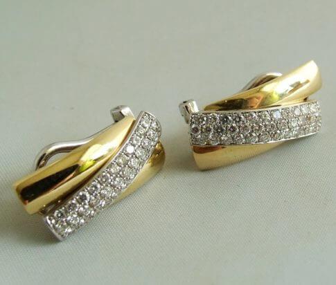 18 karaat gouden oorbellen met diamant