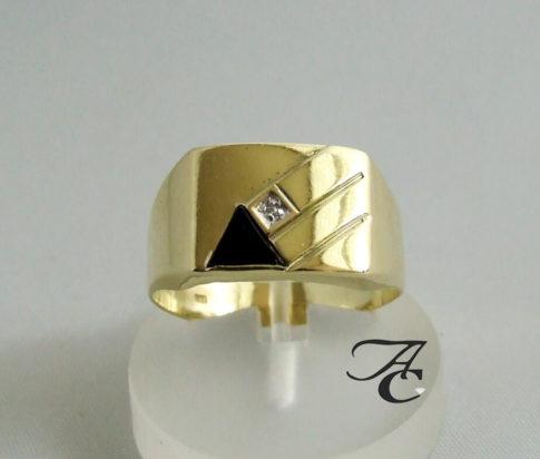 Gouden ring met onyx en diamant