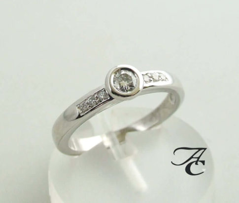 Wit gouden ring met diamanten 0.22 ct.