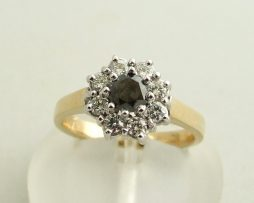 Gouden ring met zwarte diamant