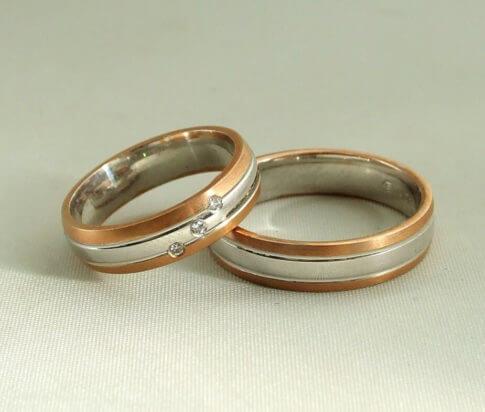 Rosé- en wit gouden trouwringen met diamanten