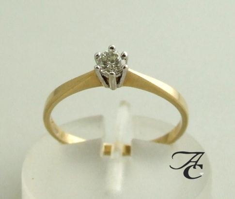 14 karaat gouden ring met diamant in klauwzetting