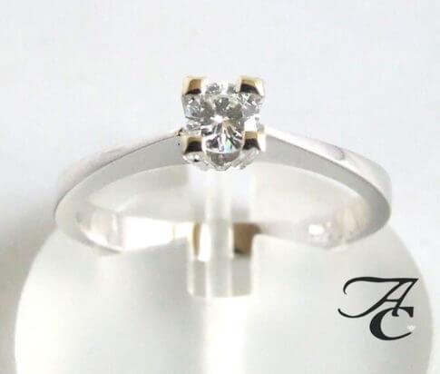 14 karaat wit gouden ring met diamant