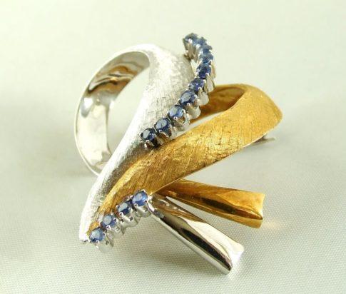 18 karaat bicolor gouden broche met saffier