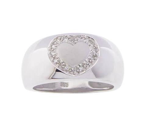 Wit gouden harten ring met omringende diamanten