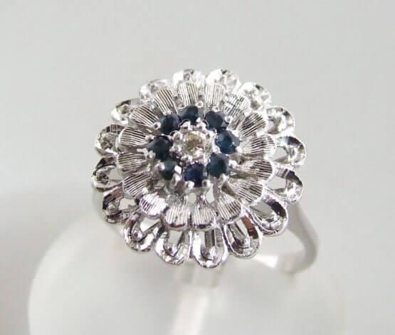 Wit gouden ring met saffier en diamanten