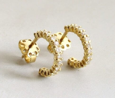 18 karaat geel gouden oorbellen met diamanten
