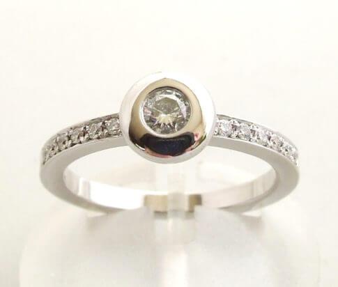 Wit gouden ring met diamanten 0.30 ct.