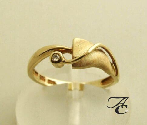 14 karaat geel gouden ring met diamant