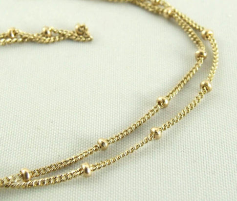 Gouden collier met balletjes