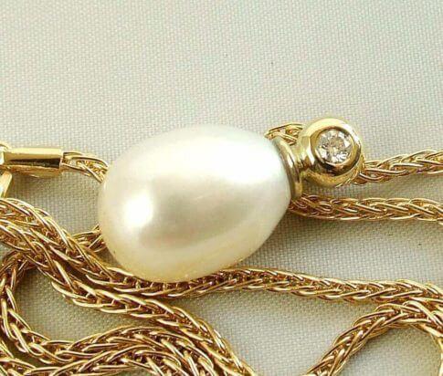 Gouden hanger met parel en diamant