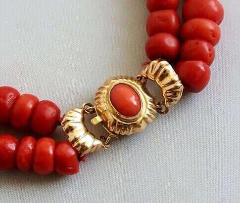 Bloedkoraal collier met gouden slot
