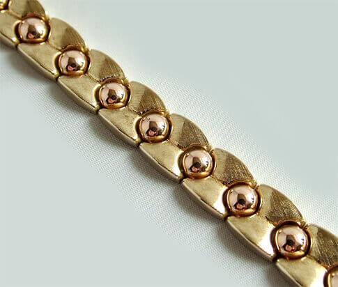 Geel gouden armband met rose bolletjes