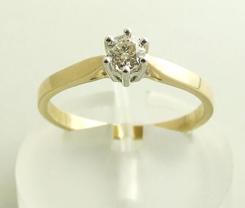 Geel gouden diamanten ring met klauwzetting