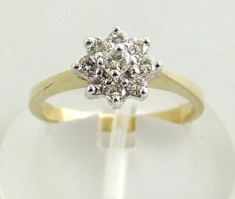 Geel gouden stervormige diamanten ring