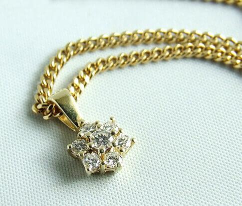 Gouden collier en diamanten ster hanger