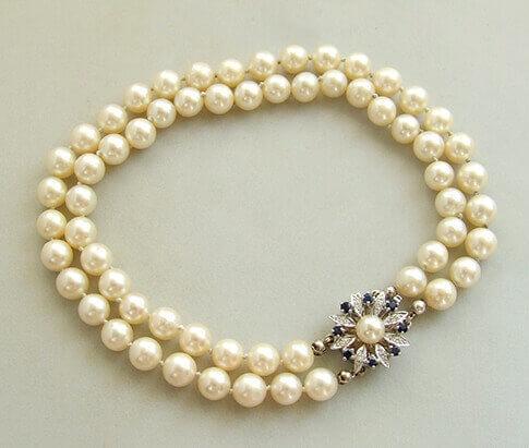 Parel armband met saffier en diamanten slot