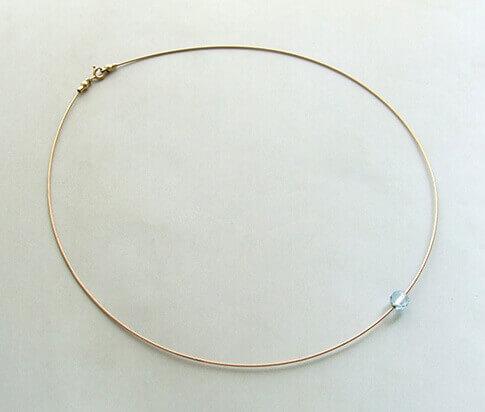 Spang collier met kwarts hanger