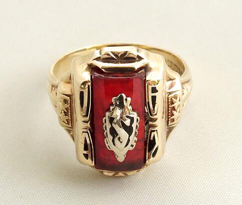 Geel gouden ring met carneool