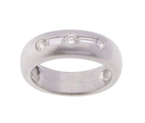 Christian ring wit goud met diamanten