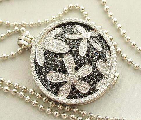 Zilveren collier en hanger met zirkonia